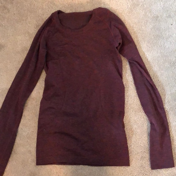 Lululemon red wine coloured top size 2